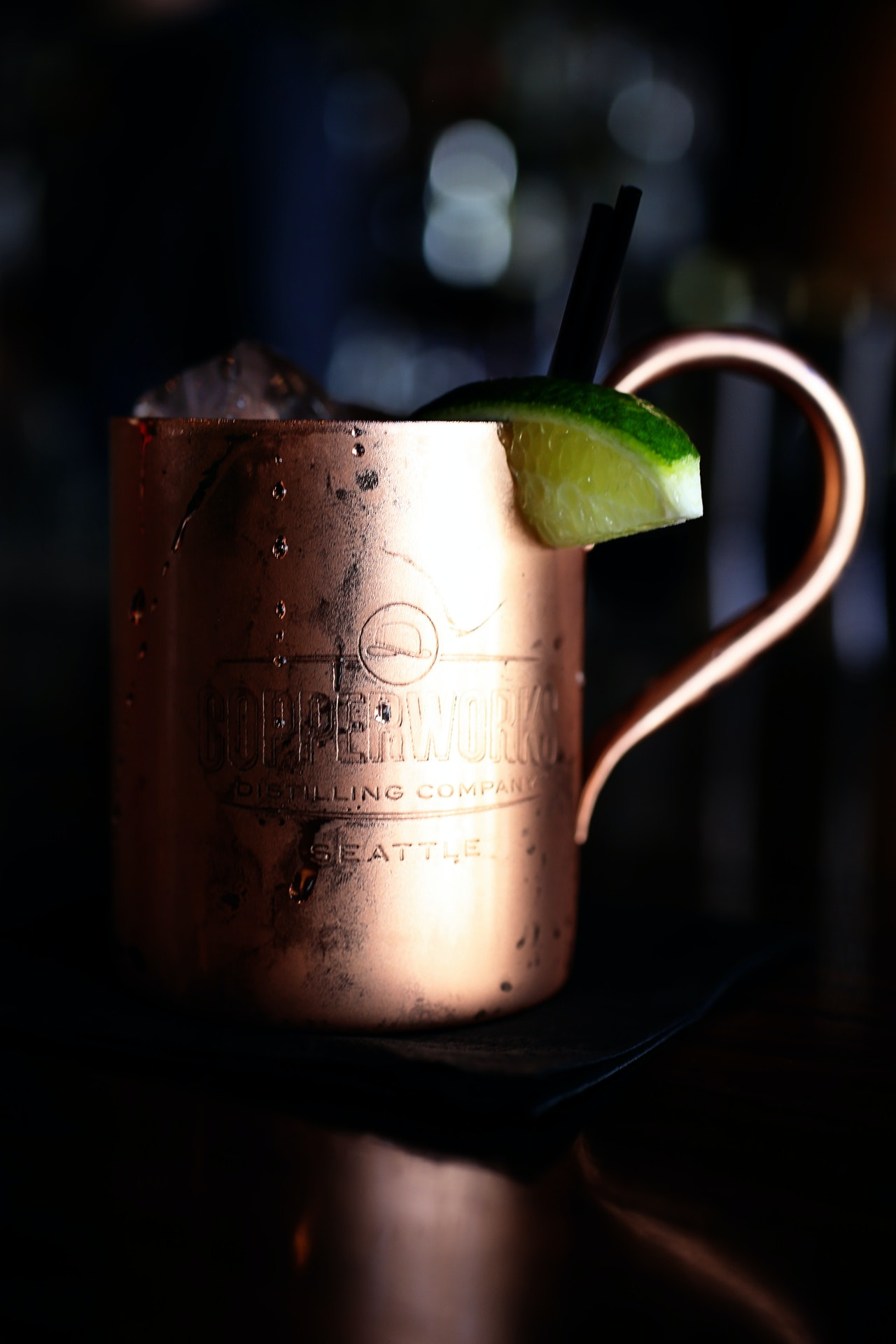 Cocktail im Kupferbecher