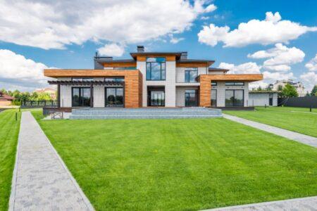 Die Vordach Eingangstür für das Eigenheim